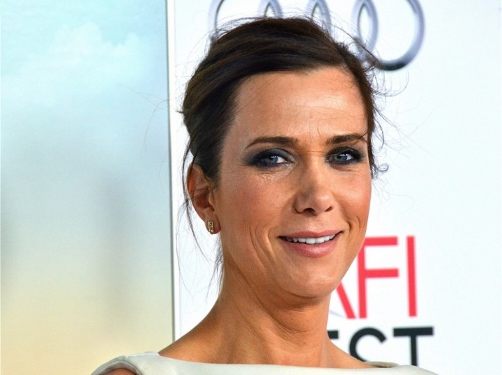 Kristen Wiig faking a pixie cut
