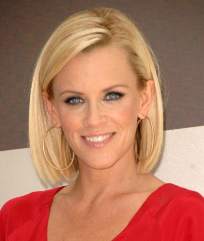 Jenny Mccarthy Long Bunt Bob With The Hair Chopped An Inch Past