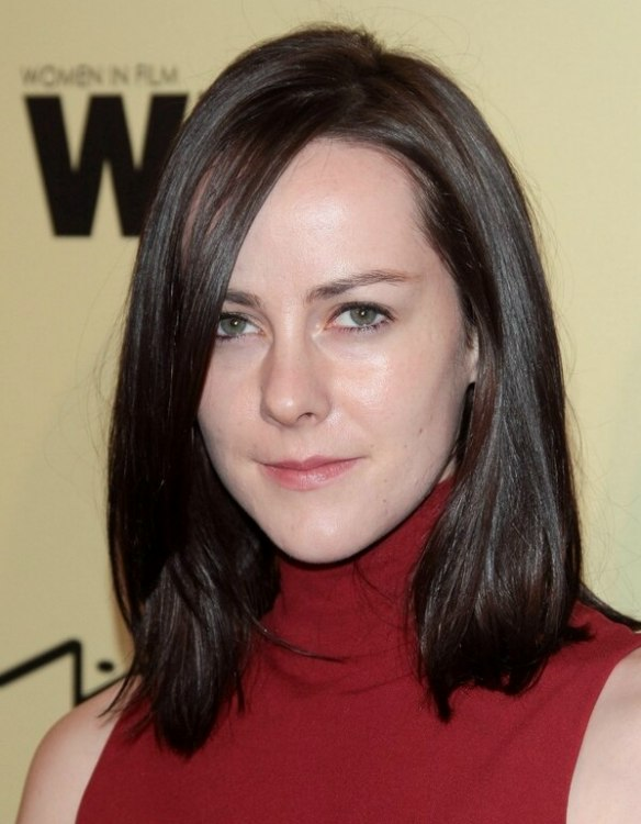 Jena Malone Mid Length Hairstyle For A Long Heart Shaped