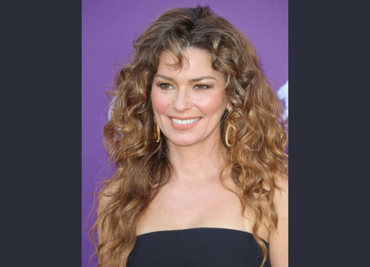 Shania Twain wearing her hair long with loose curls