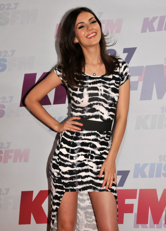 Victoria Justice Long Laid Back Hairstyle With Layers