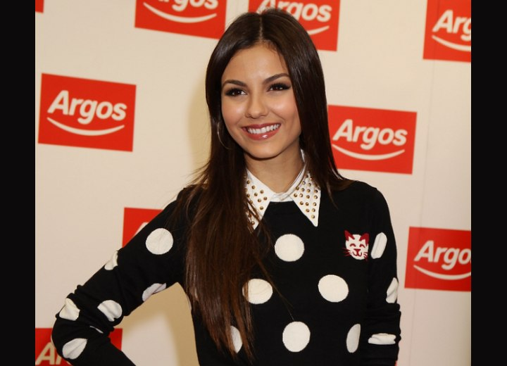 Victoria Justice - Youthful and fashionable long hairstyle