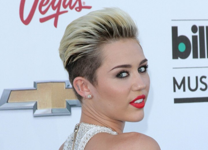 Miley Cyrus wearing her hair extremely short