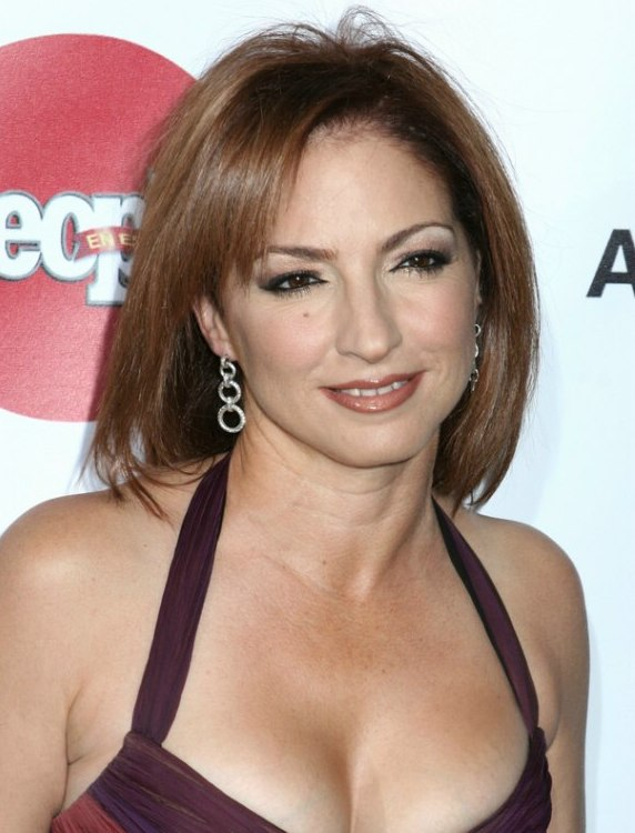 Gloria Estefan Straight Hair Cut With An Angle To Frame