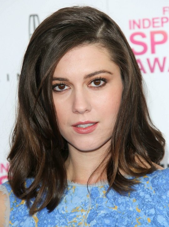 Mary Elizabeth Winstead - Past the shoulders hairstyle with layers and ...