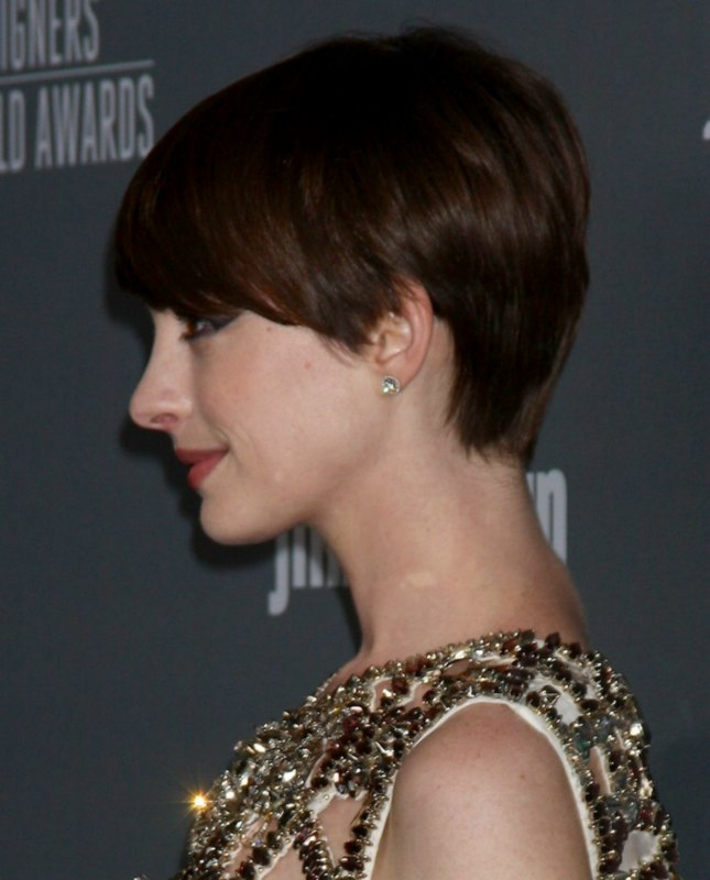 Anne Hathaway Slightly Grown Out Pixie Haircut With Heavy Beveled