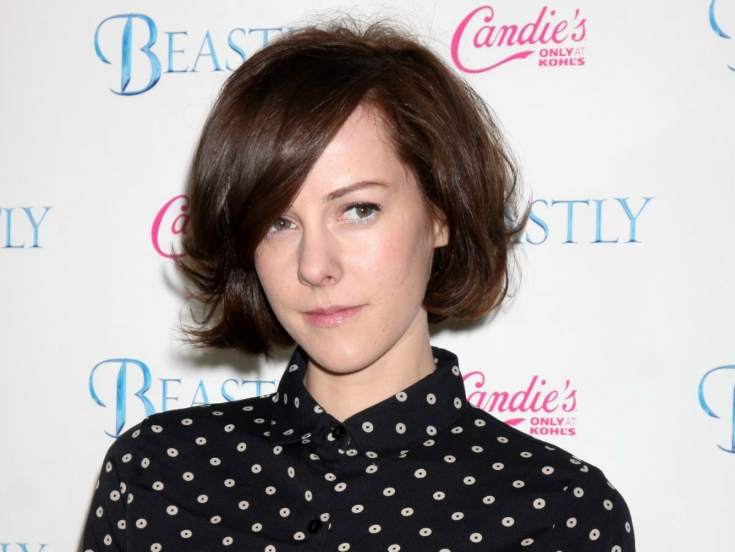 Jena Malone Prim And Proper Above The Collar Haircut And