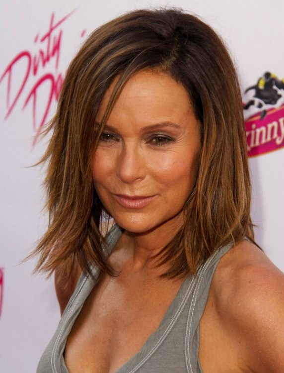 Jennifer Grey S Medium Length Haircut With Layers And