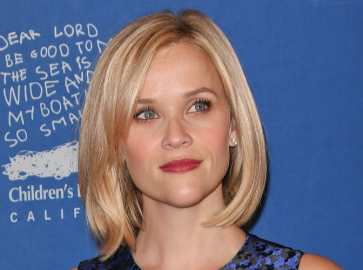 Reese Witherspoon wearing her hair in a long bob