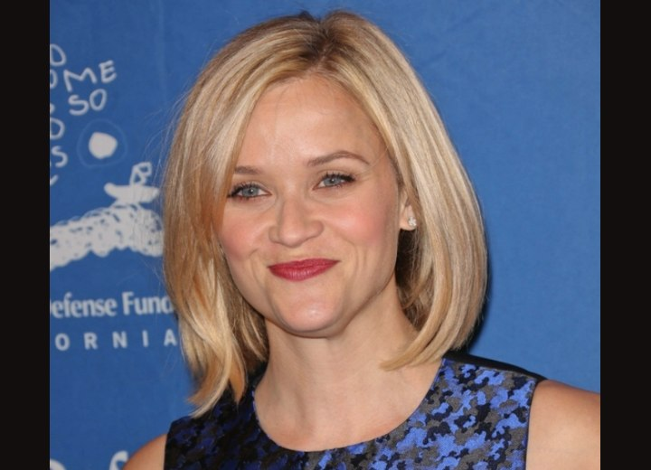 Reese Witherspoon - Blonde bob with beveld ends