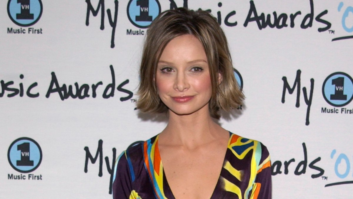 Calista Flockhart Short Hairstyle That Takes Years Off