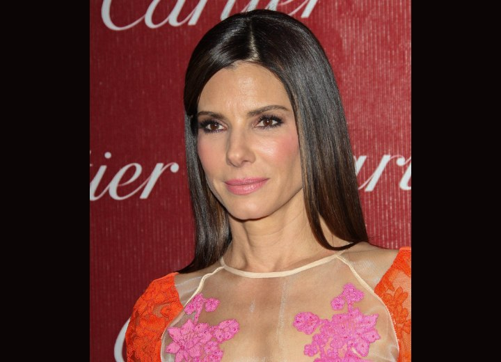 Sandra Bullock - Long straight and shiny hairstyle