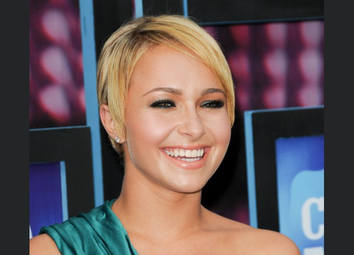 Hayden Panettiere's sexy short hairstyle