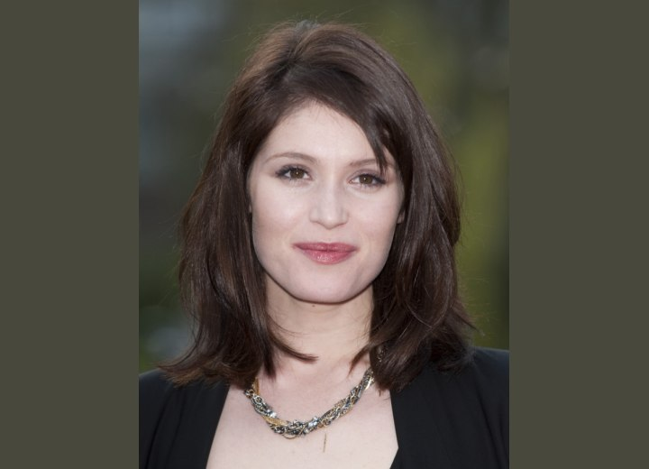 Gemma Arterton - Shoulder length hairstyle with a zigzag part
