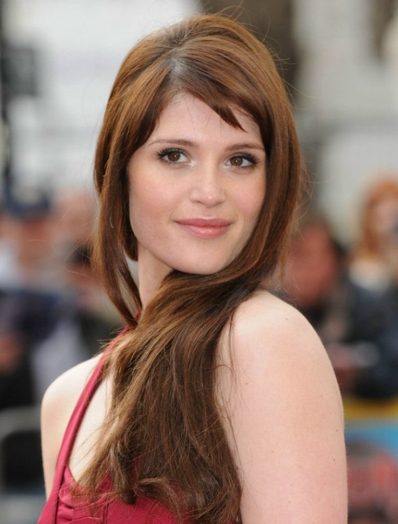 Gemma Arterton Side Swept Long Hair In An Easy