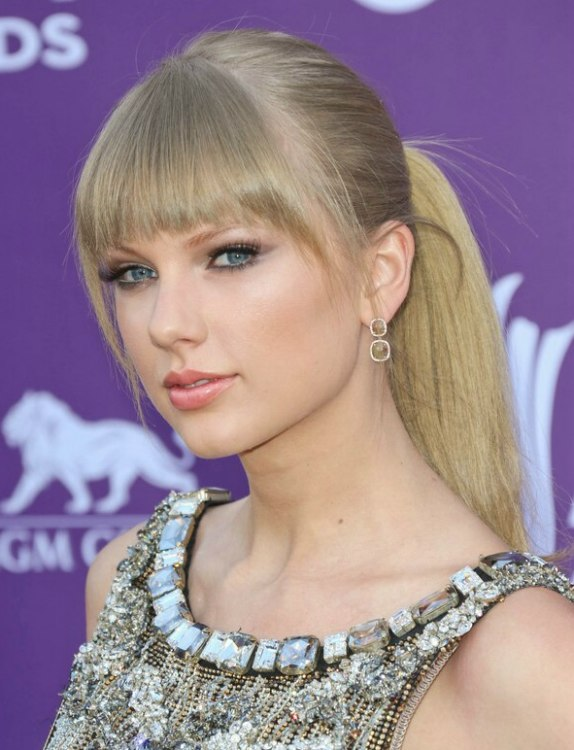 Taylor Swift S Ponytail Hairstyle With Bangs