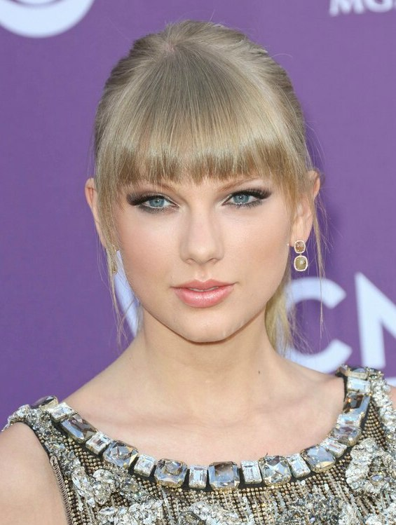 Taylor Swift Slicked Back Hairstyle With A Ponytail And