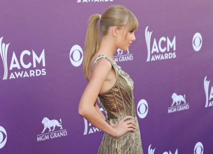 Side view of Taylor Swift's ponytail