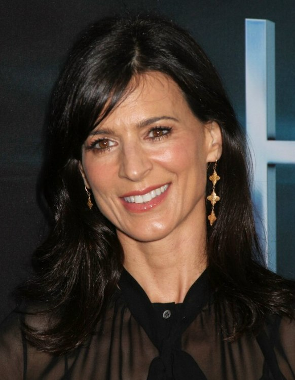 Perrey Reeves | Timeless long and just past the shoulders hairstyle ...