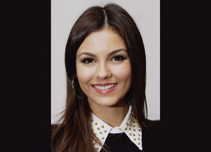 Victoria Justice - Classic long hairstyle for chocolate brown hair
