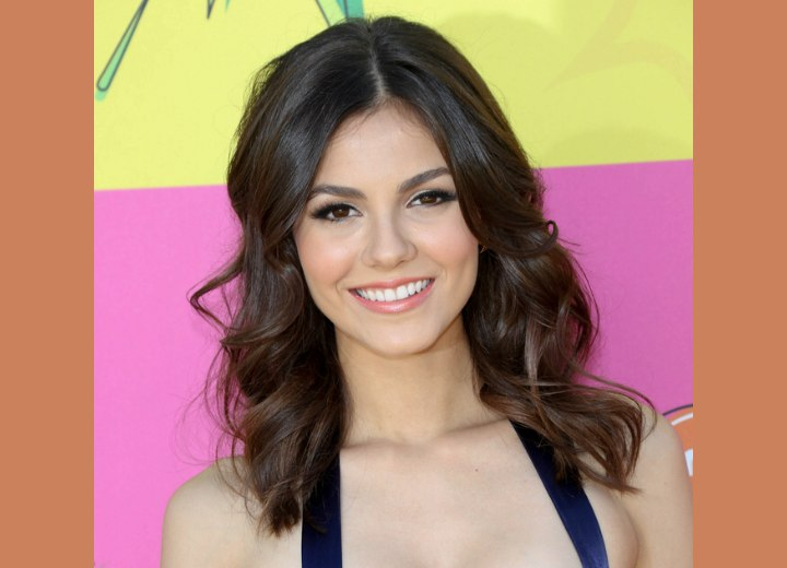 Victoria Justice - Long hairstyle with a retro vibe