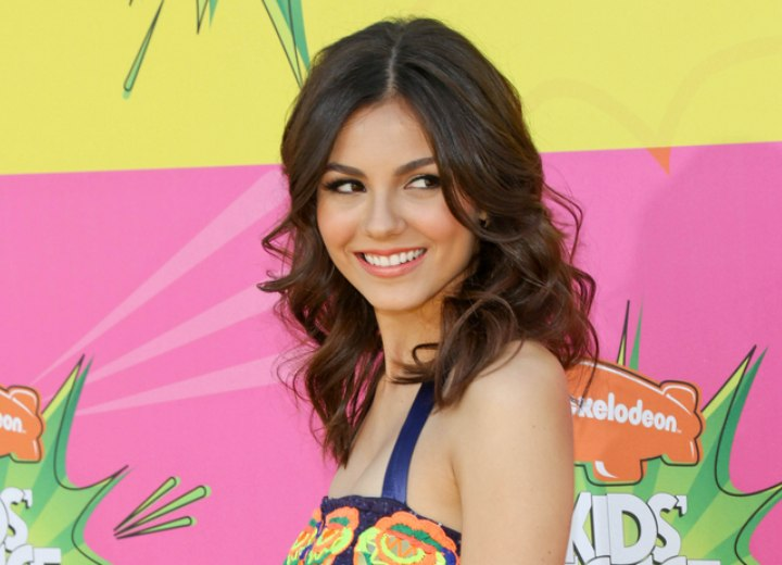 Victoria Justice - Long hairstyle with waves and bouncy curls