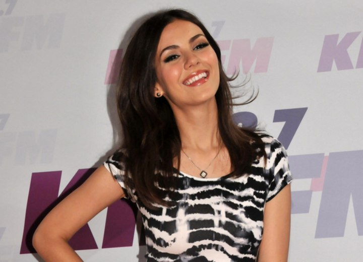 Victoria Justice - Elegant long hairstyle with wispy ends