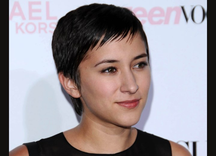 Zelda Williams - Super short hairstyle