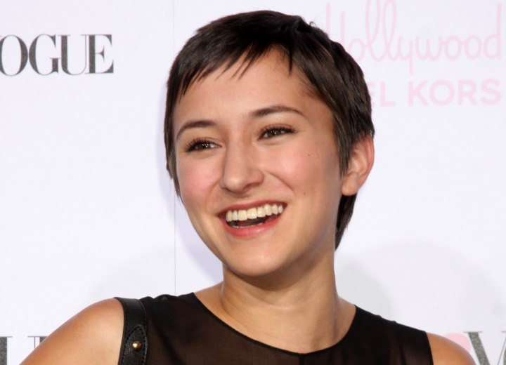 Zelda Williams with her hair cut short around her ears