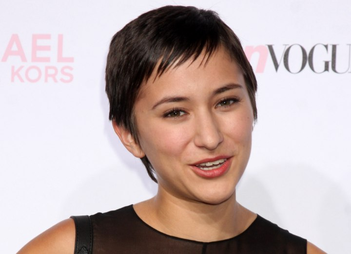 Zelda Williams - Stunning short hairstyle with soft bangs
