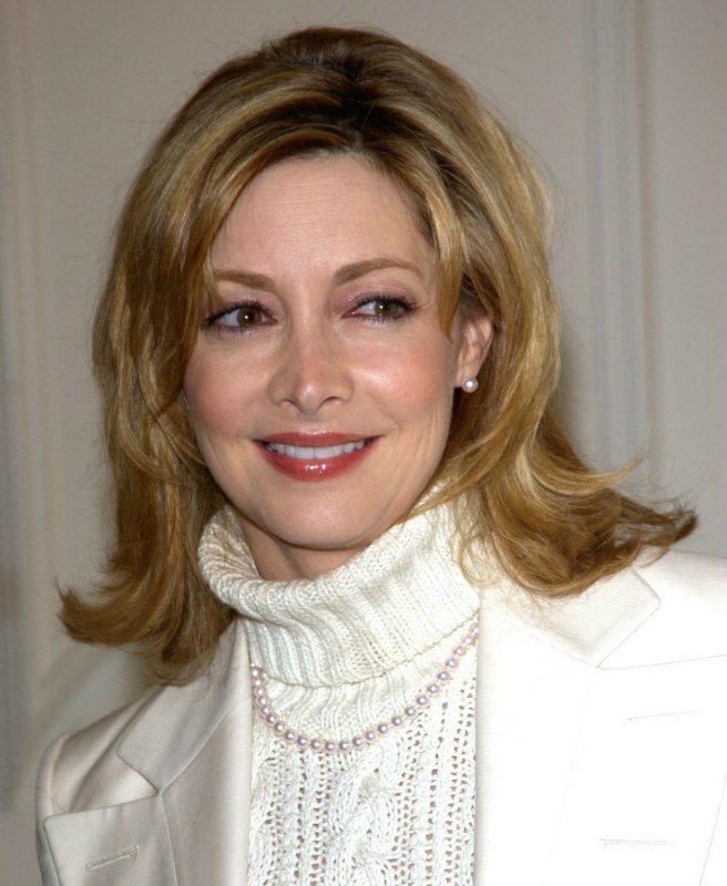 Sharon Lawrence | Middle-length hairstyle for 50+ or middle aged women