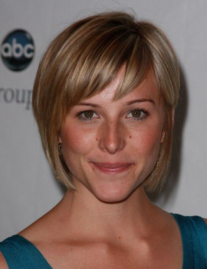 Cool Saige Thompson With Hair Cut Just Above Her Chin And Zoe Mclellan Short Hairstyles Gunalazisus