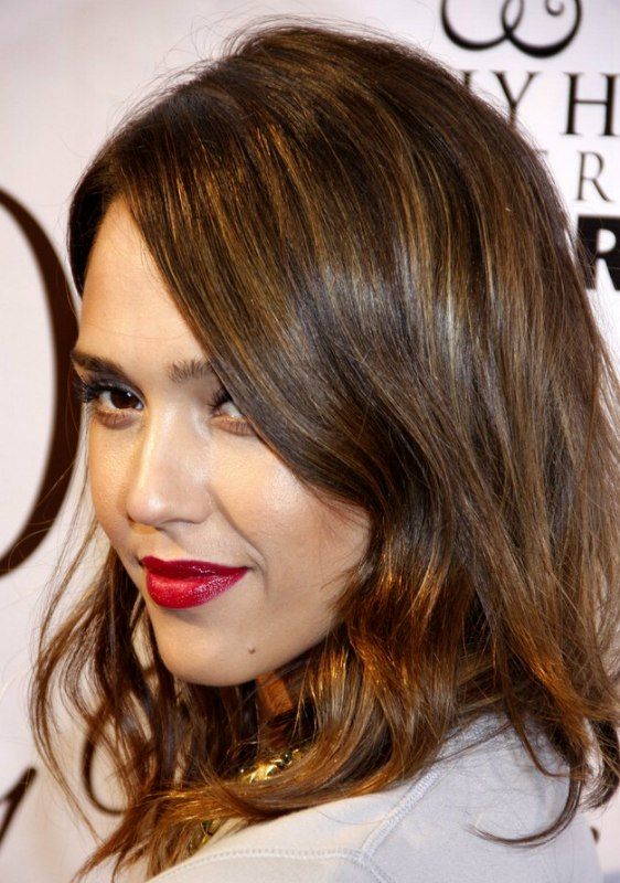 Jessica Alba Soft And Wavy Medium Length Hairstyle With Layers
