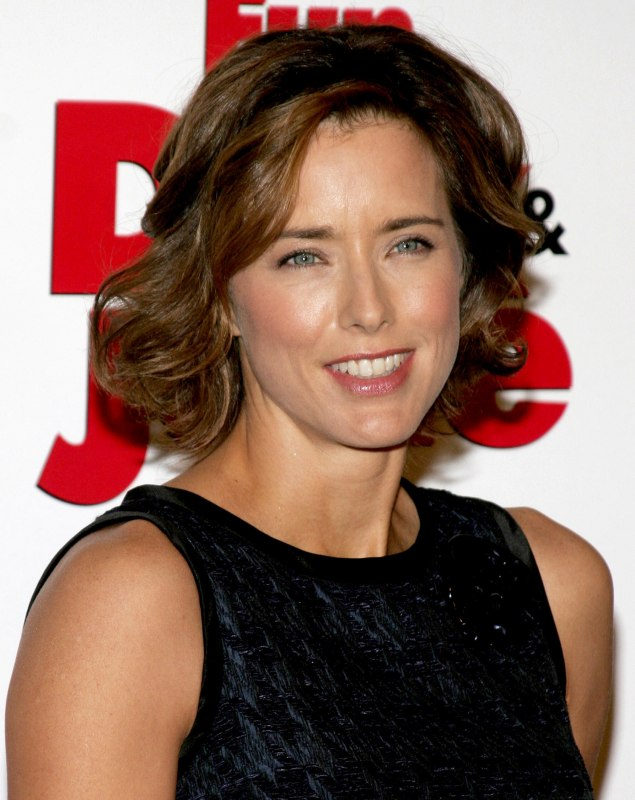 Astonishing Tea Leoni Wearing Her Hair Short At Chin Length With Curls Short Hairstyles For Black Women Fulllsitofus
