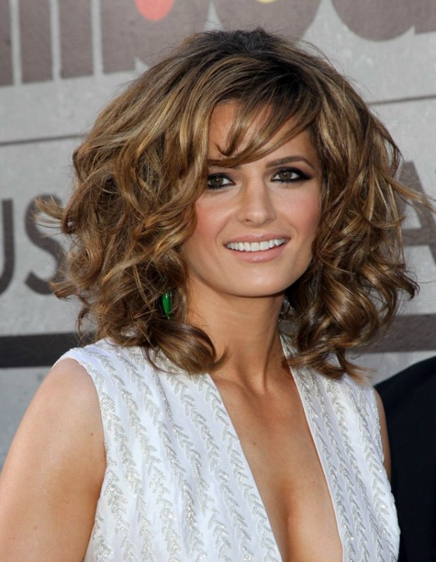 Stana Katic Mid Length Hairstyle With Root Lift And