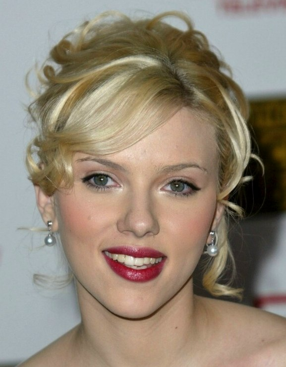 Scarlett Johansson Wearing Her Hair In A Romantic Curly Updo
