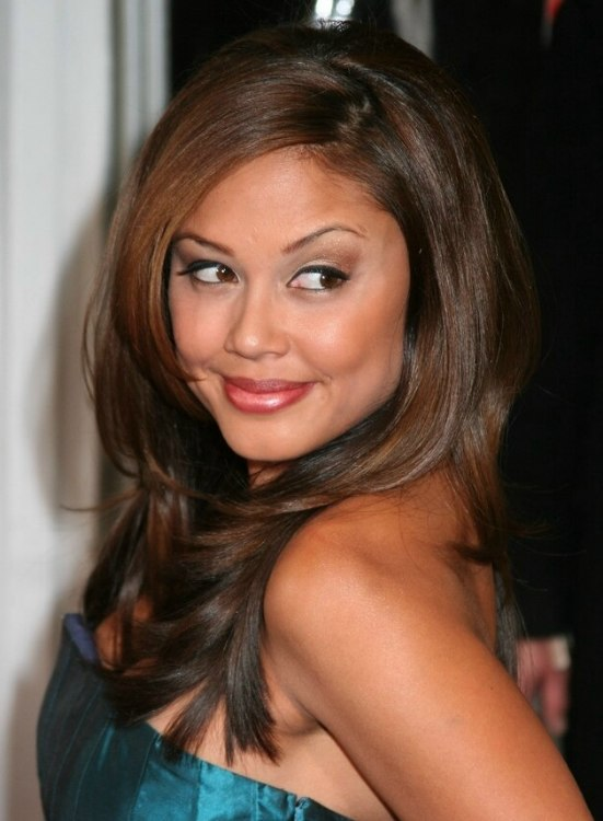 Vanessa Minnillo Straightened Hair With The Ends