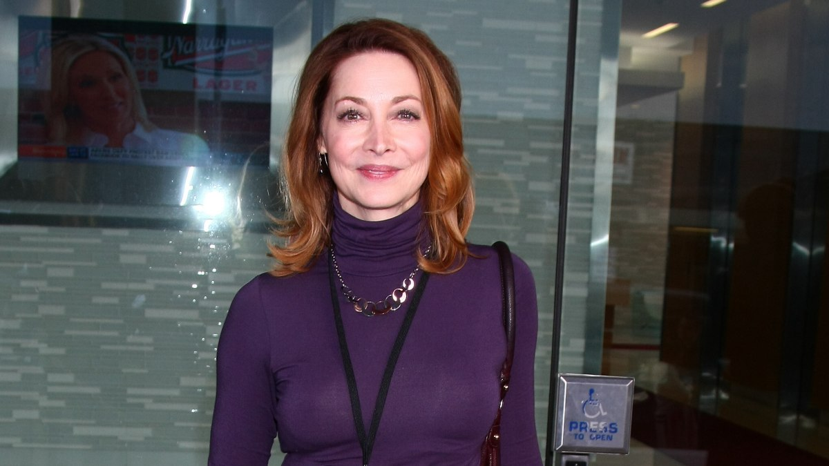 Sharon Lawrence Sporty And Youthful Look With A