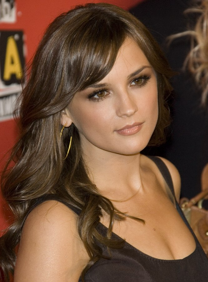 Rachael Leigh Cook Long Hair Styled Lazy Rolls