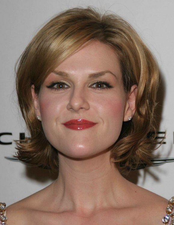 sara rue u0026 39 s shorter hair with outward turned ends to suit