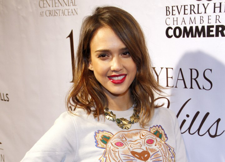 Jessica Alba look with shoulder length hair