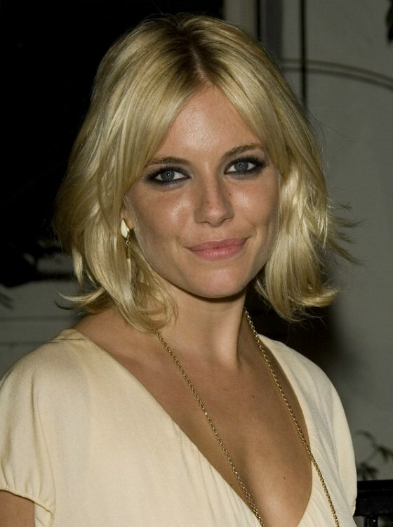 Sienna Miller With Foiled Blonde Hair Cut Into A Layered Style
