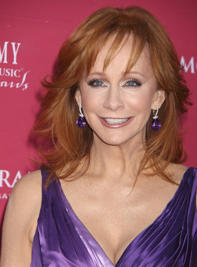 Redhead Reba Mcentire Wearing Her Hair In A Long Style