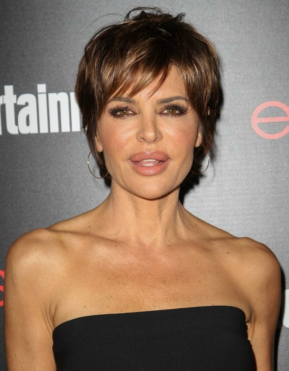 Lisa Rinna | Modern pixie haircut for a 50 years old lady