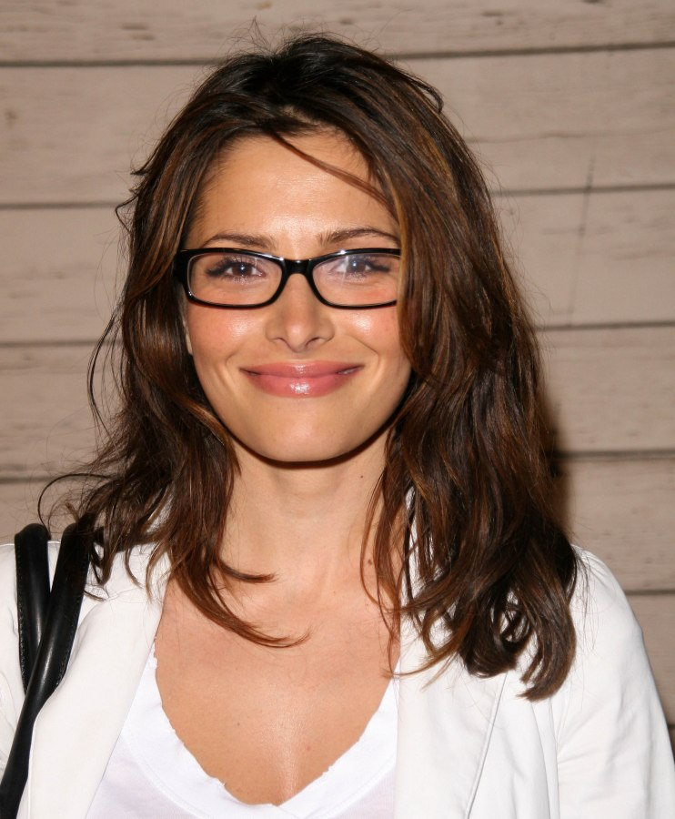 Sarah Shahi | Light long hairstyle for ladies who are