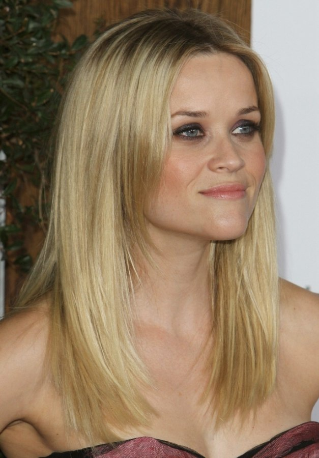 Reese Witherspoon wearing her long hair angled along the sides Reese Witherspoon Brown Hair