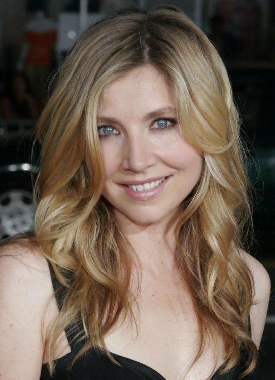 Sarah Chalke S Long Hair With Luxurious Waves And How To