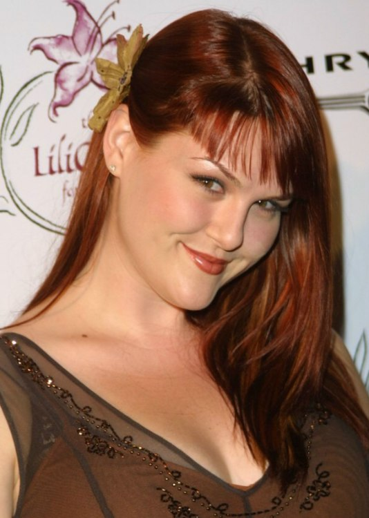 Sara Rue's long sleek ...