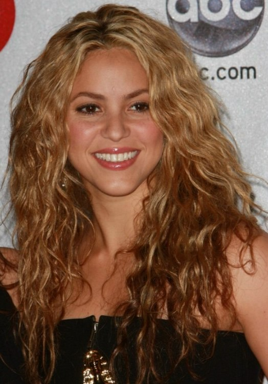 How To Get Shakira S Long Hair With Small Waves