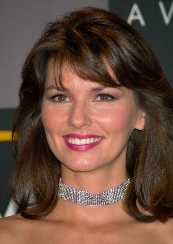 Shania Twain Wearable Shoulder Length Hairstyle Bangs